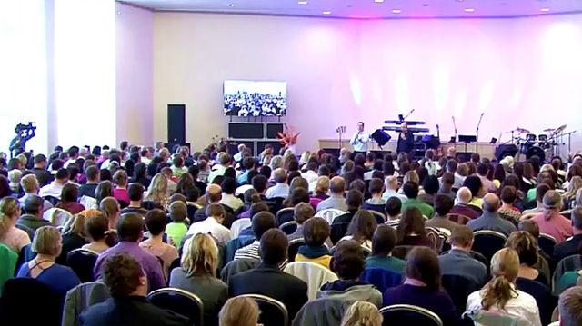 Andres Bisonni v Prahe - dopolední shromáždění