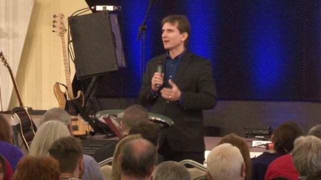 Ako má cirkev odpovedať na búrenie sveta?